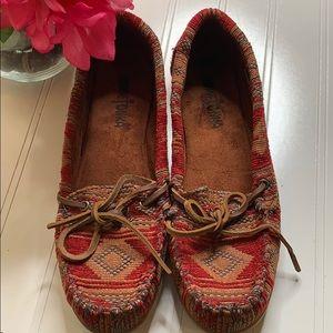 Minnetonka Red Baja Blanket Aztec Loafer - Sz 8